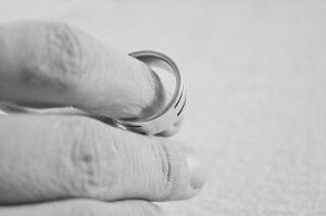 rozwód obrączka