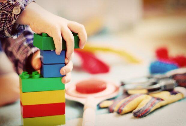 Nauka poprzez zabawę – poznaj nasze ciekawe pomysły i naucz dziecko nowych rzeczy!